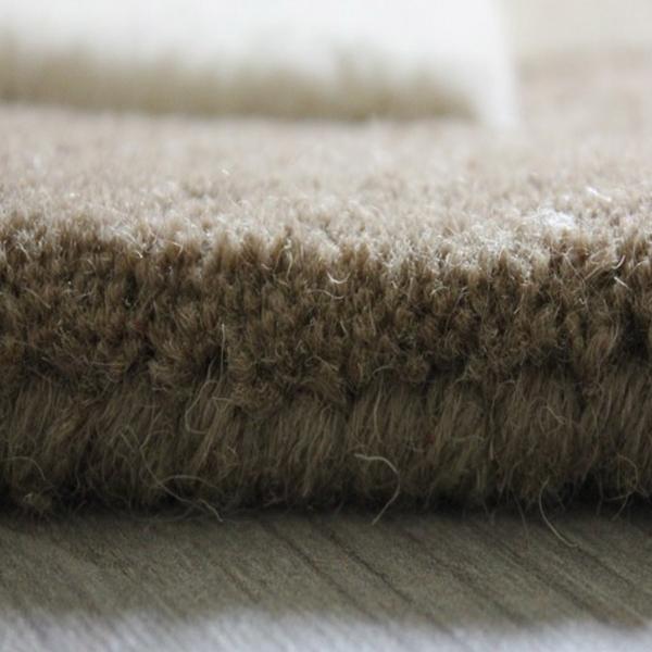 tapis sur mesure beige taupe et blanc pebbles par angelo. Black Bedroom Furniture Sets. Home Design Ideas