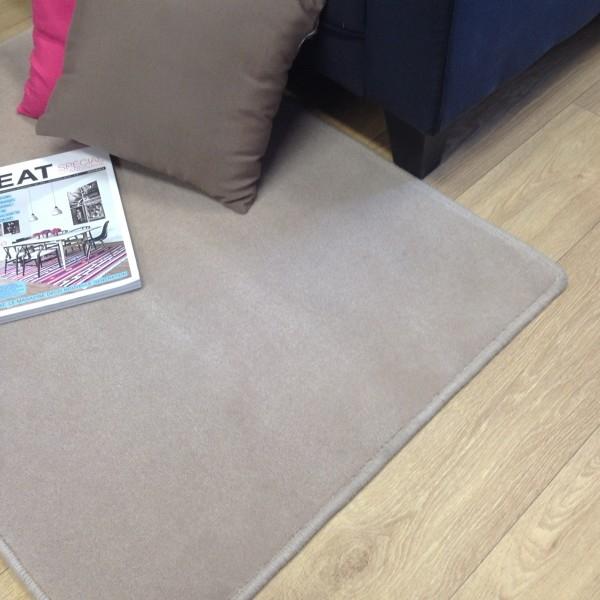 tapis sur mesure en laine couleur mastic. Black Bedroom Furniture Sets. Home Design Ideas