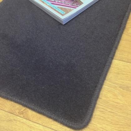 tapis sur mesure en laine couleur gris charbon. Black Bedroom Furniture Sets. Home Design Ideas