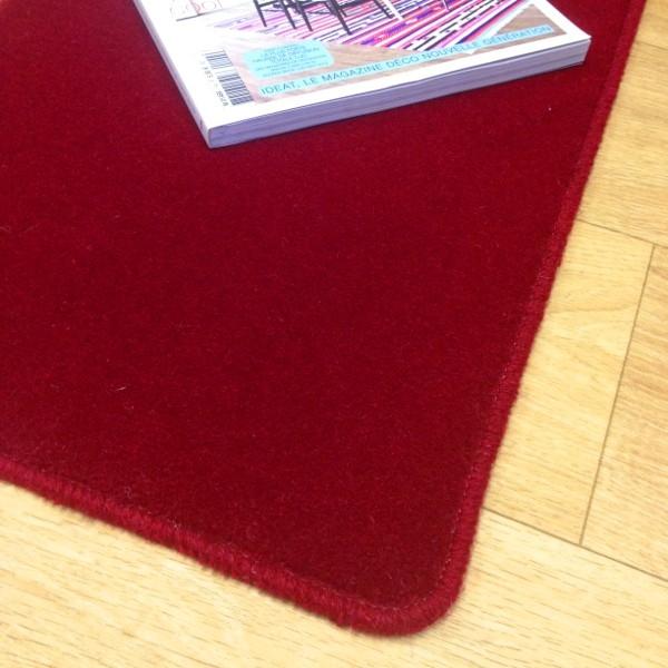 tapis sur mesure en laine couleur framboise. Black Bedroom Furniture Sets. Home Design Ideas