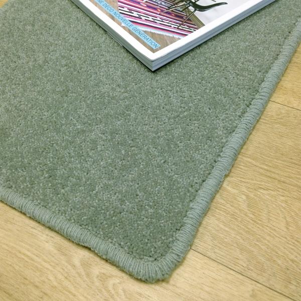tapis sur mesure en laine couleur bleu clair. Black Bedroom Furniture Sets. Home Design Ideas