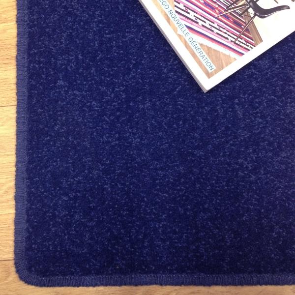 Tapis sur mesure en laine couleur bleu windsor - Tapis d accueil sur mesure ...