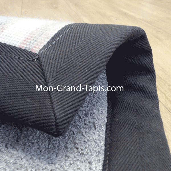 tapis sur mesure en laine gans en laine gris par mon. Black Bedroom Furniture Sets. Home Design Ideas