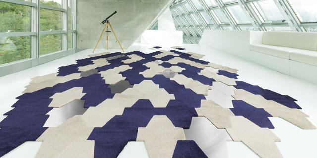 Tapis puzzle les dalles vorwerk debarquent sur la for Tapis couloir avec canapé au sol modulable